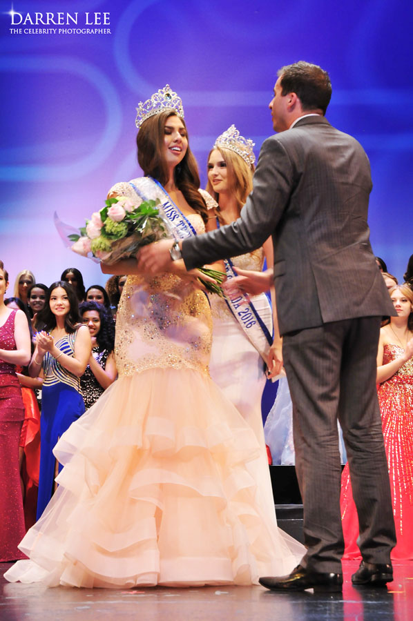 Emma Morrison recieving a bouquet of flowers from Ryan Weswaldi at Miss Teenage Canada 2017